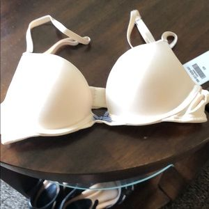 NWT Bra from Hollister flesh color